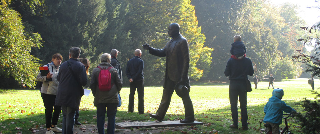 Un groupe de participants au rallye culturel 2017 des Amis de la Nature du Bas-Rhin, dans le parc de l'Orangerie.