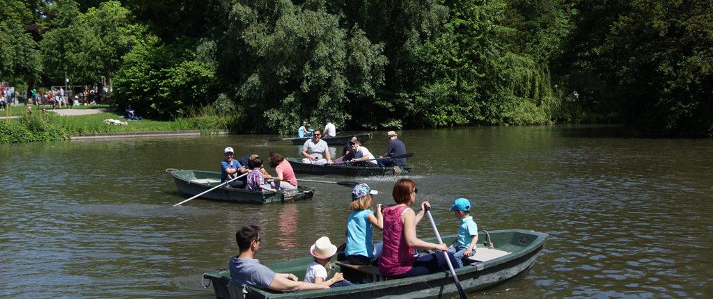 Promenades familiales en barque à l'Orangerie