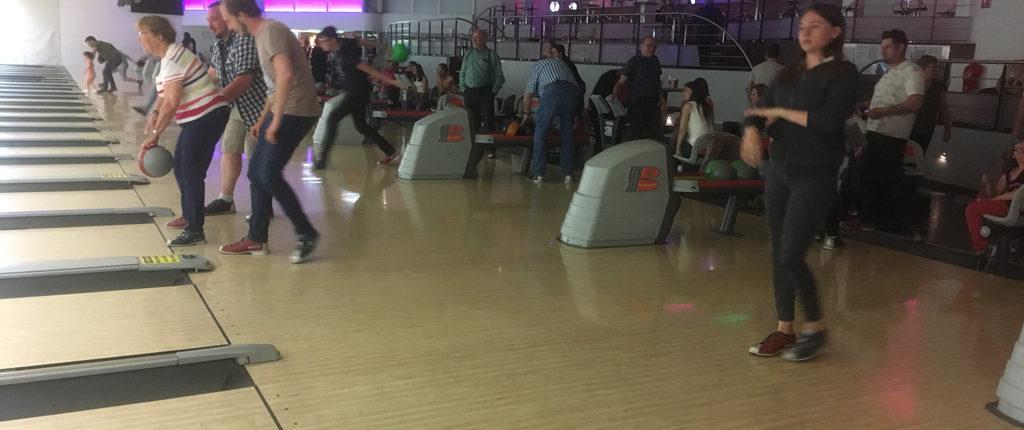 Partie de bowling lors de la journée Multi-activités des Amis de la Nature au parc de l'Orangerie