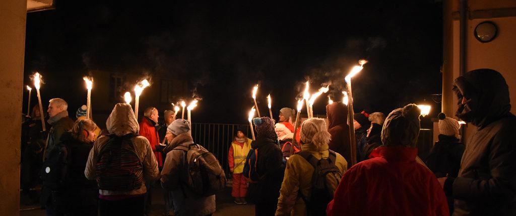 Reichsfeld, samedi 2 décembre, 18 h. Une cinquantaine de marcheurs vont prendre le départ vers le refuge du Gruckert.