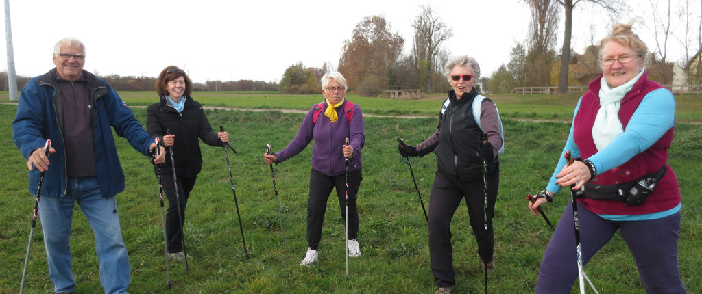 On peut pratiquer la marche nordique avec les Amis de la Nature du Bas-Rhin.
