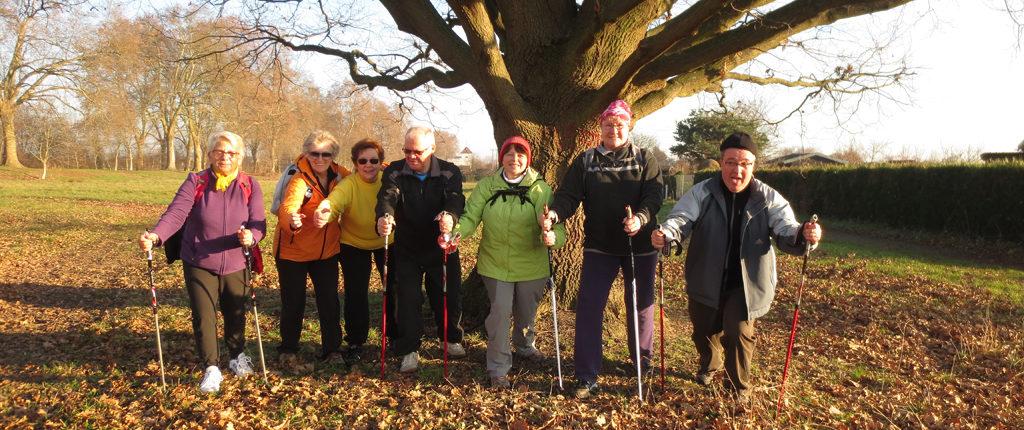 L'initiation à la marche nordique est conviviale avec les Amis de la Nature du Bas-Rhin.