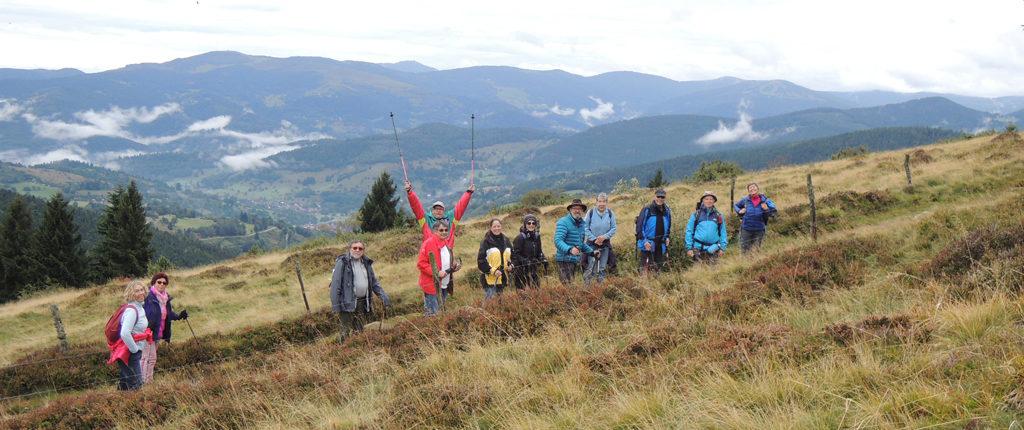 Les Amis de la Nature alsaciens, lorrains et vosgiens en randonnée près du Lac Noir dans les Vosges