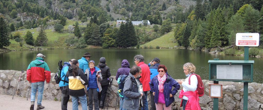 Les Amis de la Nature alsaciens, lorrains et vosgiens en randonnée près du Lac Vert dans les Vosges
